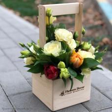 Деревянный ящик с цветами мини 2